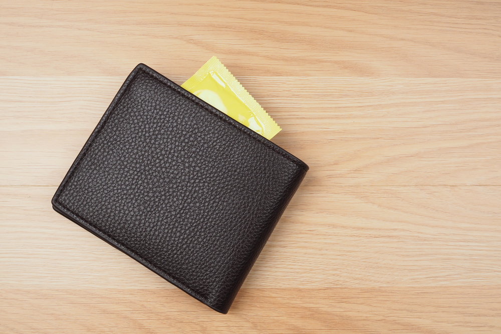 財布の中からゴムが出てくる